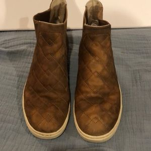UGG 9 Quilted Nubuck High-Top. Good Used Condition